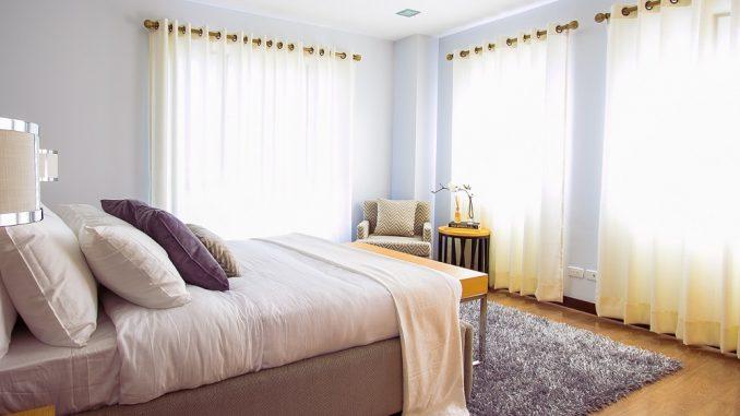 Laat je slaapkamer groter lijken: 5 tips - Nettobed